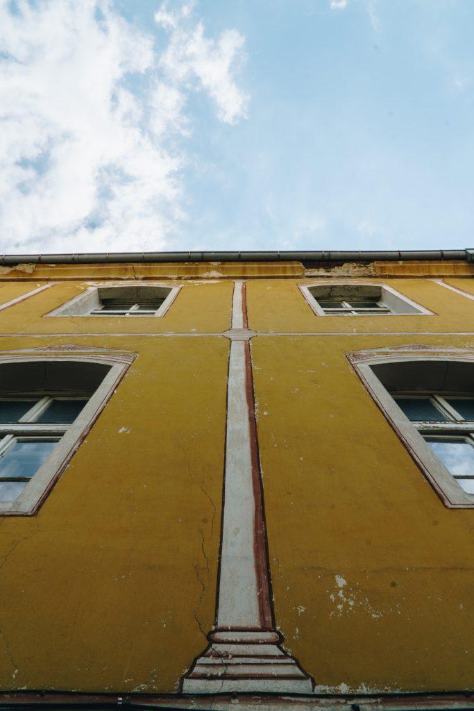 Жълтото училище